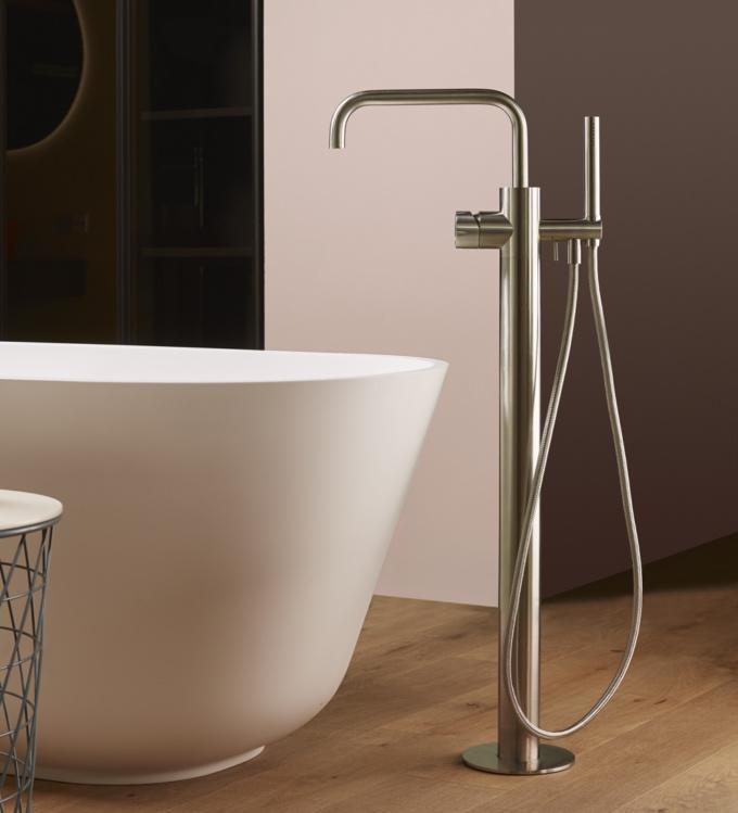 Colonna freestanding per la vasca in acciaio inox spazzolato