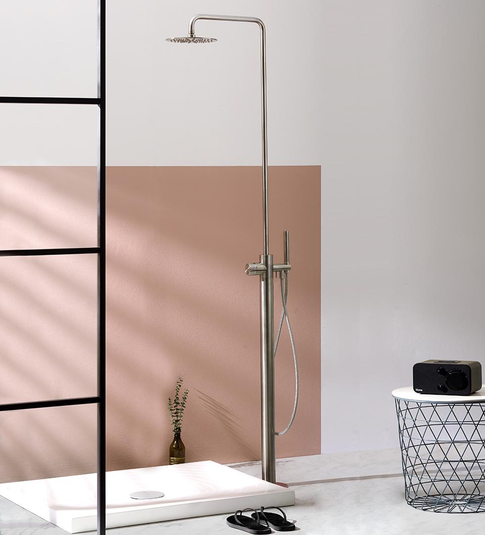Rubinetteria inox freestanding Synth, colonna doccia, lavabo acciaio inossidabile