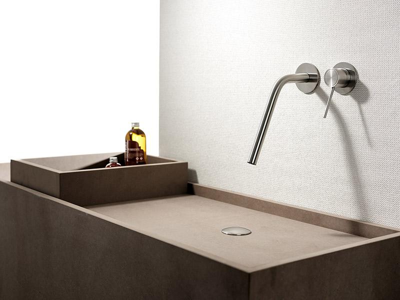 Nuova serie rubinetteria in acciaio inox per il bagno: Corsivo, Mina.